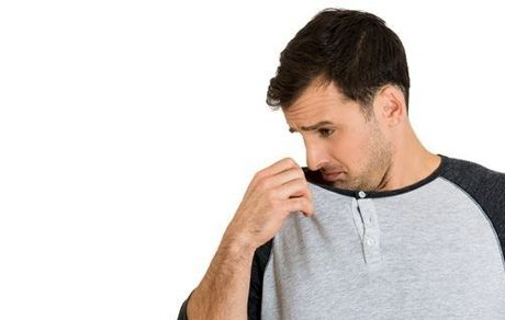 دلایل بوی بد بدن در سفر و راه های بر طرف کردن آن
