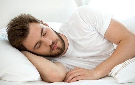 ۴ غذا که به خواب راحت کمک می کنند