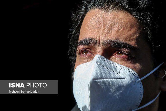 تصویر دردناک از همایون شجریان در مراسم خاکسپاری+عکس