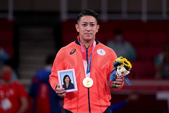 ورزشکار ژاپنی مدال طلای خود را به مادر مرحومش هدیه کرد
