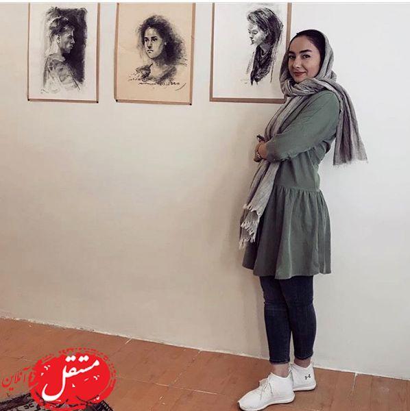 هانیه توسلی در یک گالری نقاشی + عکس