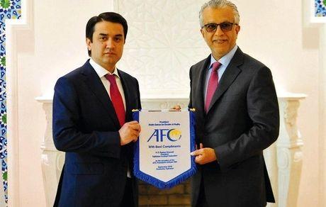 شیخ سلمان در ملاقات با رئیس کافا: از توسعه فوتبال آسیای میانه حمایت میکنیم